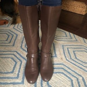 Like new brown riding boots!